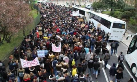 Γαλλία: Βίαια επεισόδια σε διαδηλώσεις κατά της εργατικής νομοθεσίας (vids)