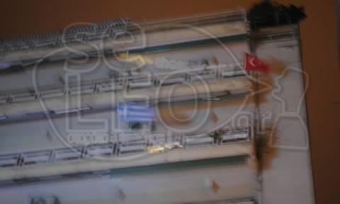 Πρόκληση στη Θεσσαλονίκη: Κρέμασε στο μπαλκόνι του σημαία της Τουρκίας! (pic)