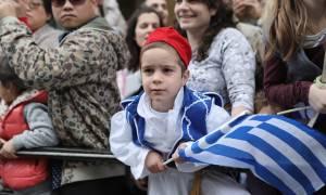 Εντυπωσιακές φωτογραφίες από τη στρατιωτική παρέλαση στο Σύνταγμα (pics)