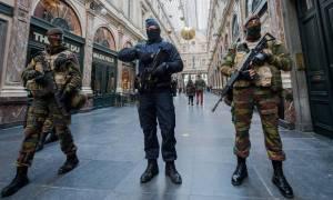 Εμπόλεμη ζώνη οι Βρυξέλλες: Πυροβολισμοί, εκρήξεις και συλλήψεις υπόπτων