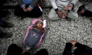 Ειδομένη: 24χρονη Σύρια έφερε στον κόσμο ένα κοριτσάκι