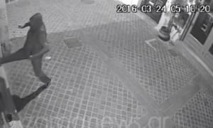 Μπαράζ διαρρήξεων στα Χανιά - Μπήκε με τις κλωτσιές και πήρε ότι βρήκε (vid)