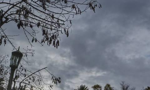 Άστατος ο καιρός την Κυριακή – Δείτε που θα πέσουν χιόνια και βροχές