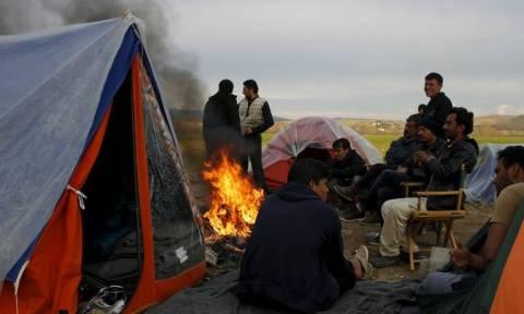 Ψεύτικες ελπίδες «μοιράζουν» επιτήδειοι στους πρόσφυγες στην Ειδομένη