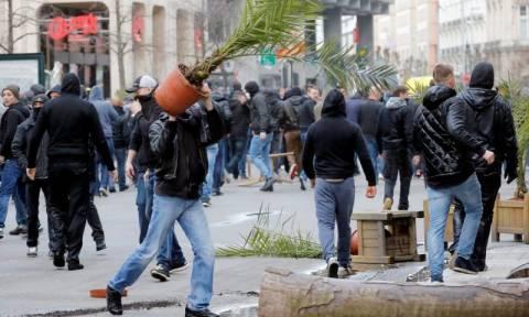 Επίθεση ακροδεξιών σε εκδήλωση μνήμης για τα θύματα των επιθέσεων στις Βρυξέλλες (Pics & Vid)
