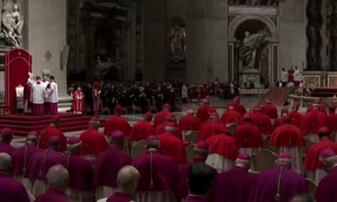Βατικανό: Κάτω από δρακόντεια μέτρα γιόρτασαν το Πάσχα οι Καθολικοί