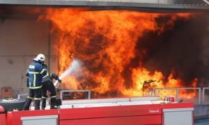 Μεγάλη φωτιά σε εξέλιξη σε εργοστάσιο χρωμάτων - Κίνδυνος εκρήξεων (photos - video)