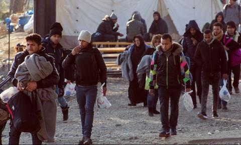 Πρόσφυγες και μετανάστες έκλεισαν το ρεύμα προς το τελωνείο Ευζώνων