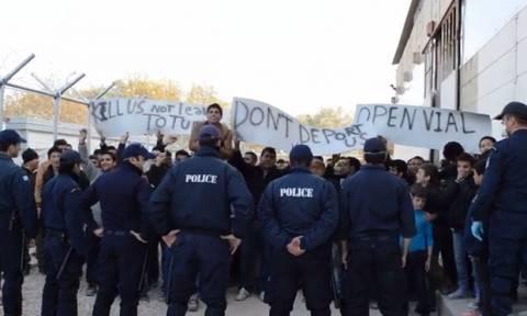 Λέσβος: Φωνές διαμαρτυρίας από τους εγκλωβισμένους πρόσφυγες και μετανάστες (vid)