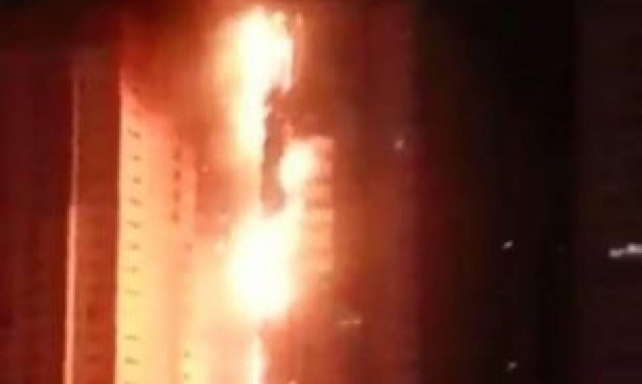 Συγκλονιστικό βίντεο: Τεράστια πυρκαγιά κυκλώνει ουρανοξύστες στα Αραβικά Εμιράτα (video)