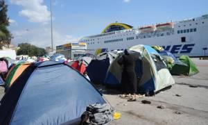 Άδεια από πρόσφυγες και μετανάστες έφτασαν σήμερα (29/03) δύο πλοία στον Πειραιά