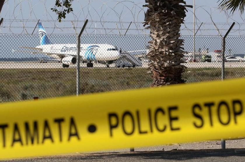 Αεροπειρατεία Κύπρος LIVE: Σε εξέλιξη αεροπειρατεία στο αεροδρόμιο της Λάρνακας