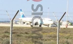 Αεροπειρατεία Κύπρος: Απελευθερώθηκαν οι επιβάτες - Παραμένει στο αεροπλάνο το 7μελες πλήρωμα