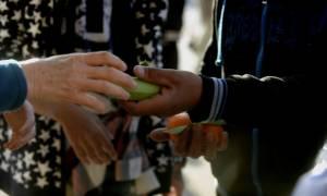 Λέσβος: Καταγγελίες περί «στημένων» διαγωνισμών για την σίτιση των προσφύγων (video)