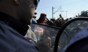 Ηρέμησαν τα πνεύματα στην Ειδομένη - Παραμένει υπό κατάληψη η σιδηροδρομική γραμμή