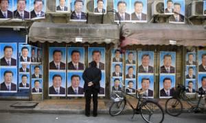 Κίνα: Δημοσιογράφος παραιτήθηκε γιατί δεν άντεχε άλλο να «γονατίζει» (photo)