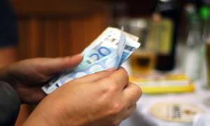 Πάνω από τον μισό μισθό «τρώνε» οι φόροι και οι εισφορές