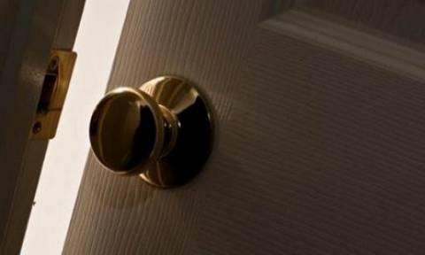 Προσοχή: Αν δείτε κάτι τέτοιο στην πόρτα του σπιτιού, καλέστε αμέσως την Αστυνομία!