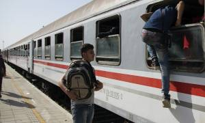 Κομισιόν: Τη Δευτέρα επαναπροωθούνται 500 πρόσφυγες από την Ελλάδα στην Τουρκία