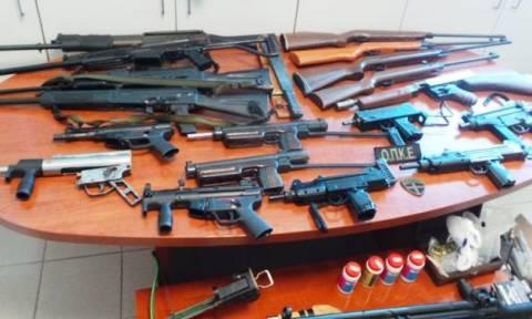 Βρήκαν οπλοστάσιο «μαμούθ» σε σπίτια στο Ηράκλειο (pics)