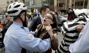 Επεισόδια στην Ουάσινγκτον: Σωματοφύλακες του Ερντογάν επιτέθηκαν σε διαδηλωτές (video)