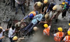 Στους 23 οι νεκροί από κατάρρευση γέφυρας στην Ινδία - Ολονύχτια επιχείρηση διάσωσης επιζώντων