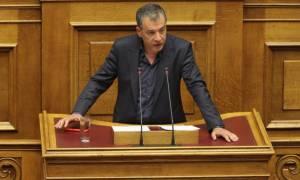 Θεοδωράκης: Στέλνουν πρόσφυγες σε ξενοδοχεία πολιτευτών των ΑΝΕΛ!