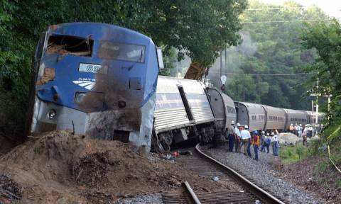 Εκτροχιασμός τρένου στη Φιλαδέλφεια – Τουλάχιστον δύο νεκροί (Vid)