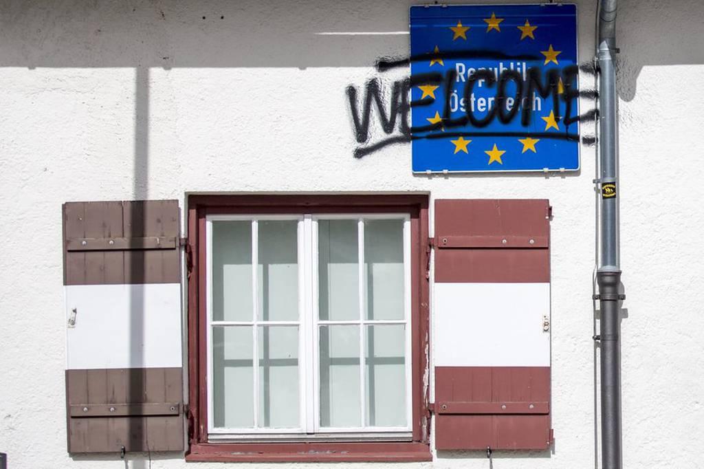 Εκατοντάδες Ιταλοί διαδήλωσαν στα σύνορα με την Αυστρία κατά των κλειστών συνόρων (Pics & Vid)