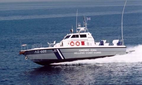 Επιχείρηση διάσωσης δύο ατόμων στη Βάρκιζα