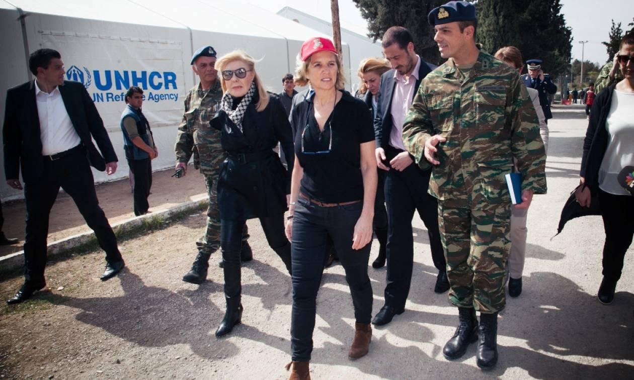 Η Κέρι Κένεντι και η Μαριάννα Βαρδινογιάννη στο πλευρό των προσφύγων στο Σχιστό