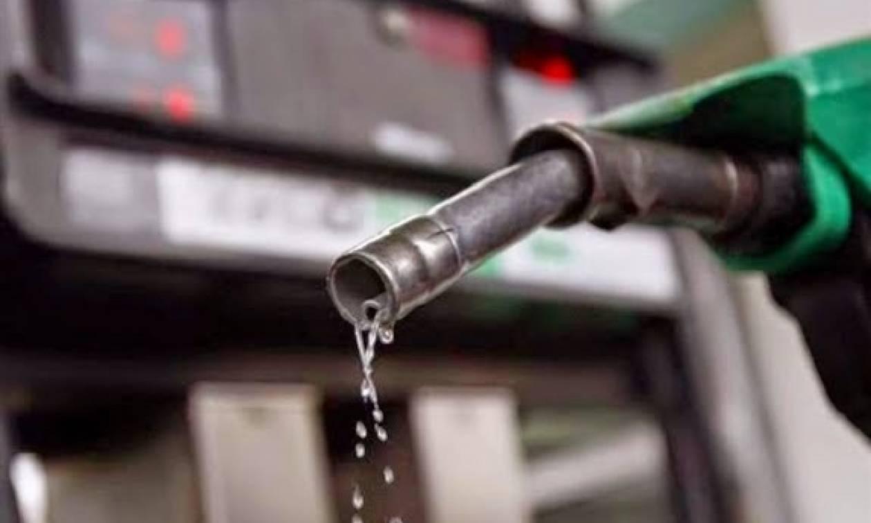 Κάμψη στη ζήτηση της βενζίνης - πτώση στις τιμές του πετρελαίου