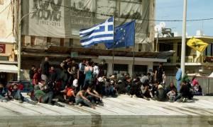 Χίος: Υπό κατάληψη για πέμπτη μέρα το λιμάνι από πρόσφυγες και μετανάστες