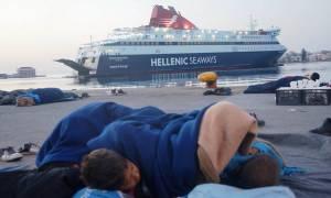 Χίος: Με φόντο σύρματα και σκηνές λειτουργεί και πάλι το λιμάνι (photos)