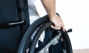 Απίστευτο: Το ΔΝΤ ζητά «ψαλίδι» και στα αναπηρικά επιδόματα!