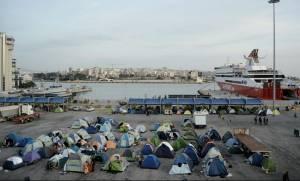 Προσφυγικό - Λιμάνι Πειραιά : Η κυβέρνηση απομάκρυνε τους δημοσιογράφους