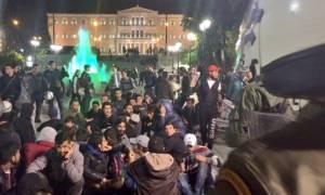 Мигранты и беженцы планируют установить палаточный городок у здания парламента на Синтагме
