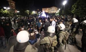 Δεκάδες προσαγωγές προσφύγων που επιχείρησαν να στήσουν σκηνές στο Σύνταγμα (Pics & Vids)