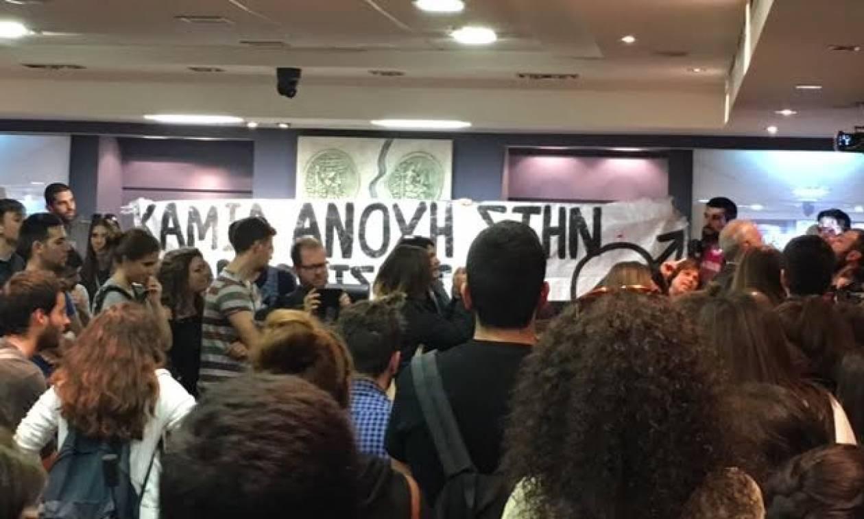 Αγρίνιο: Φοιτητές κατέλαβαν την αίθουσα όπου επρόκειτο να μιλήσει η Ράνια Αντωνοπούλου (pics)