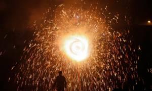 Ανείπωτη τραγωδία στην Ινδία: Τουλάχιστον 79 νεκροί από πυρκαγιά σε ινδουιστικό ναό