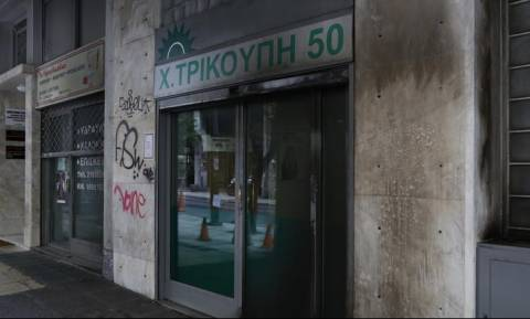 Επίθεση με βόμβες μολότοφ κοντά στα γραφεία του ΠΑΣΟΚ