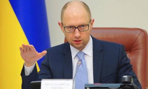Παραιτείται ο πρωθυπουργός της Ουκρανίας Αρσένι Γιατσενιούκ (Vid)