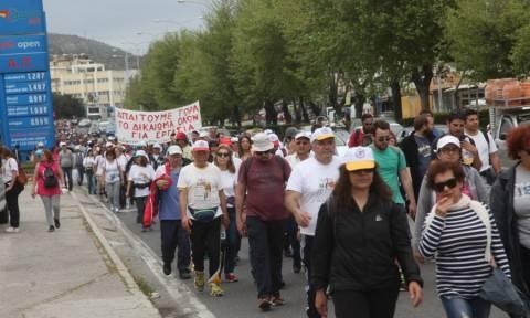 Στο Σύνταγμα έφτασε η πορεία ενάντια στην ανεργία
