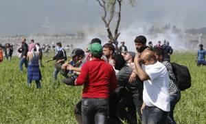 Σκόπια: 23 τραυματίες από τα επεισόδια στην Ειδομένη με αιχμές για τη στάση της ελληνικής αστυνομίας