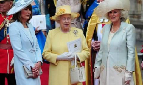 Η βασίλισσα Ελισάβετ έχει 200 διαφορετικές τσάντες από αυτό το brand!