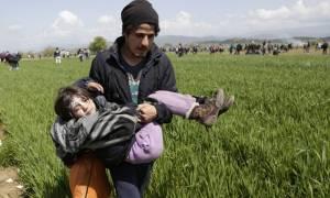Ειδομένη: Πολεμικό σκηνικό στα σύνορα - Τρία παιδιά με τραύματα στο κεφάλι από πλαστικές σφαίρες