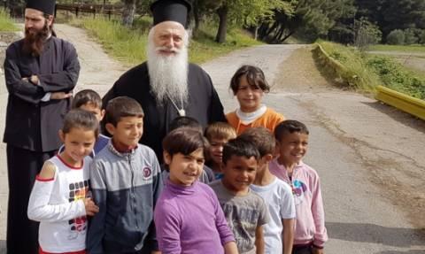Ο Βεροίας Παντελεήμων στους πρόσφυγες στην Αγία Βαρβάρα