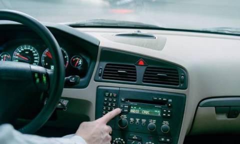 Χαμηλώνετε το ραδιόφωνο για να παρκάρετε; Δείτε γιατί!