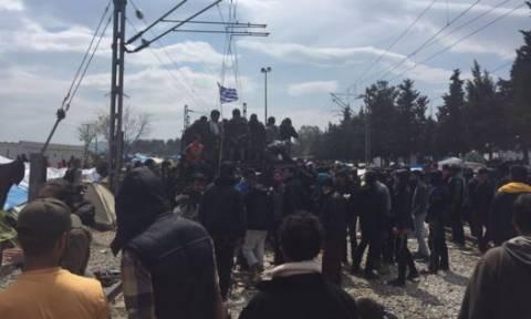 Ένταση και σήμερα στην Ειδομένη - Πάνω στις σιδηροδρομικές γραμμές οι πρόσφυγες