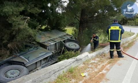 Τροχαίο ατύχημα με στρατιωτικό όχημα στη Ρόδο (pics)